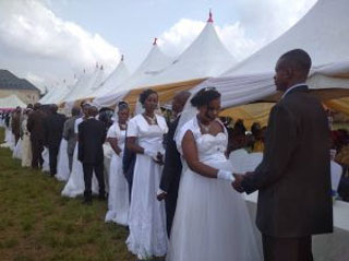 Dr.-Michael-Ukpong-wed-200-couples-in-Anambra-state