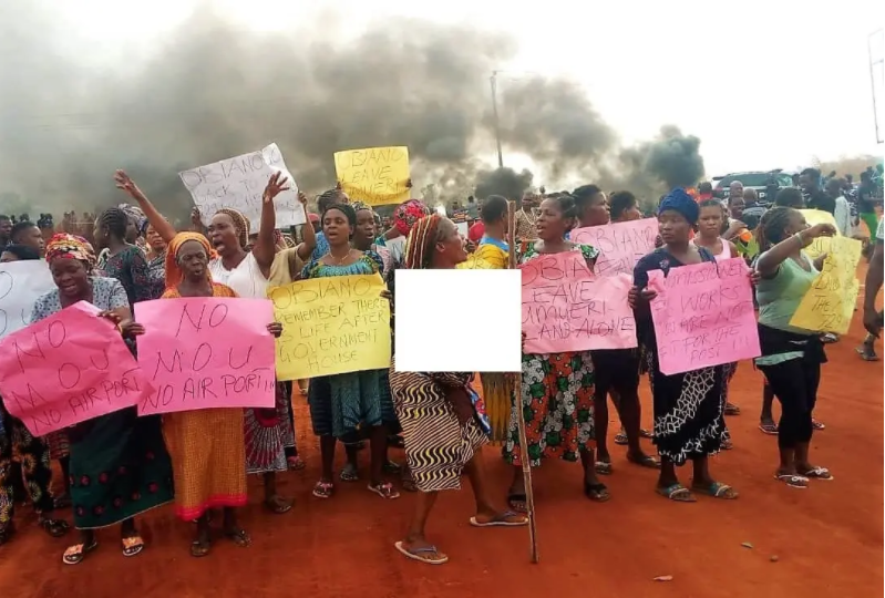 anambra women protest half naked