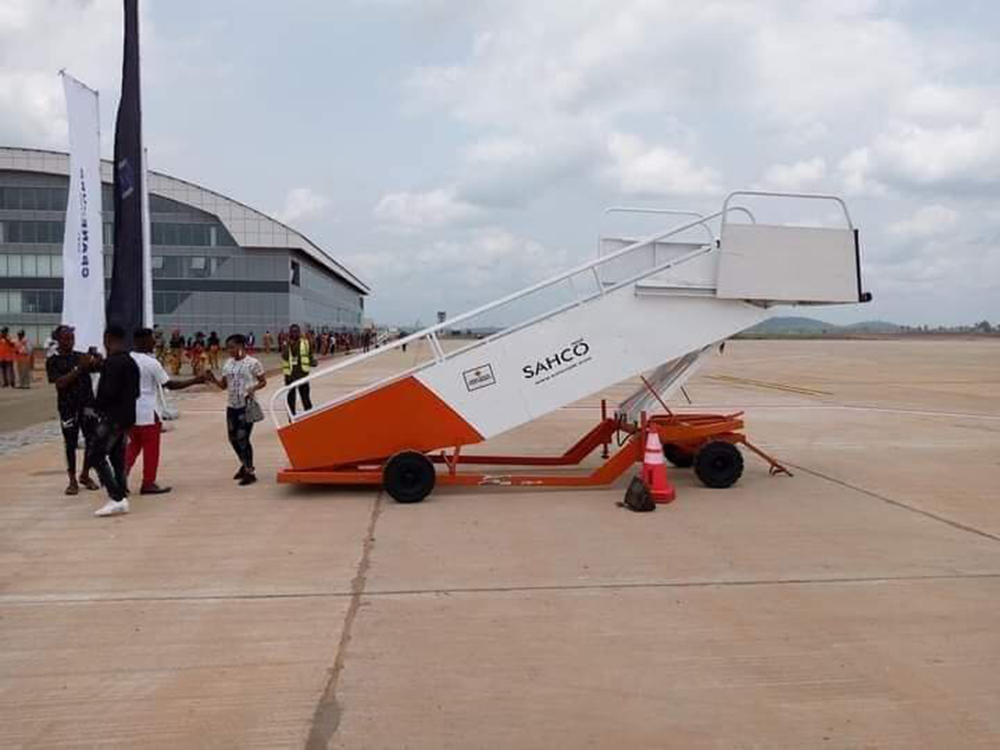 First-Aircraft-To-Land-In-The-Anambra-Cargo-And-Passenger-Airport,-afrinote-1
