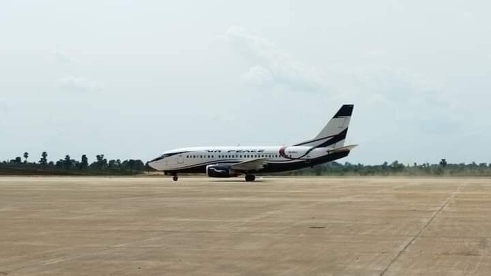 First-Aircraft-To-Land-In-The-Anambra-Cargo-And-Passenger-Airport,-afrinote-2
