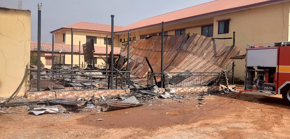 B-Division-police-station-attacked-by-Gunmen-in-Awka-Anambra,-2