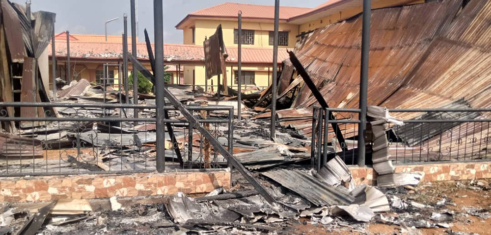 B-Division-police-station-attacked-by-Gunmen-in-Awka-Anambra,-3